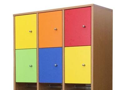 Háromszemélyes, rövidajtós öltözőszekrény, színes